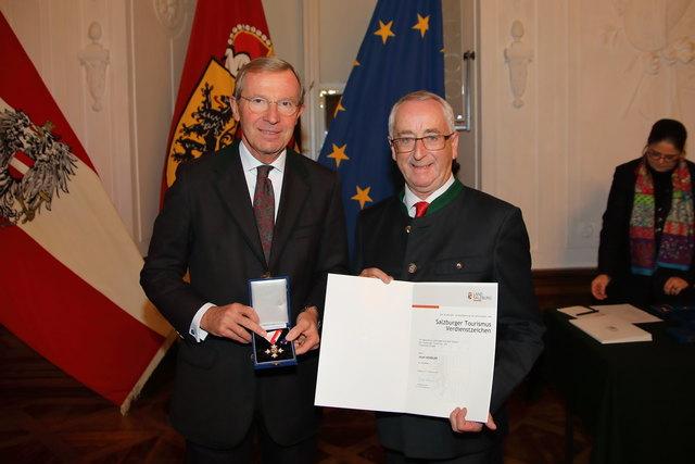 Landeshauptmann Wilfried Haslauer mit Sepp Kendler.
