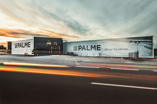 Am Stammsitz in Taufkirchen fertigt Palme seine Duschabtrennungen. 2009 kam eine 3.500 m2 große Eloxalhalle hinzu. Diese ermöglicht es Palme, als einziger österreichischer Hersteller von Duschabtrennungen, Aluminiumprofile bis zu einer Länge von 2,2 Metern zu eloxieren.
