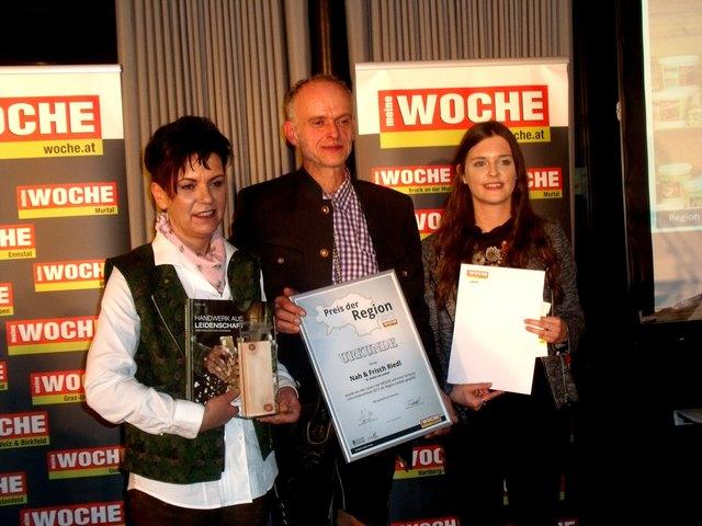 SIEGERIN Frau Sabine Riedl mit Gatten und Regionalredakteurin Frau Verena Riegler