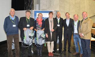 Die Stellvertretende Vorsitzende des Nationalparkrates, LHTSTv. Dr. Astrid Rössler (Mitte rechts) und die Nationalparkdirektoren verabschieden im Rahmen des 6. Internationalen Forschungssymposiums Mitglieder des Wissenschaftlichen Beirates.