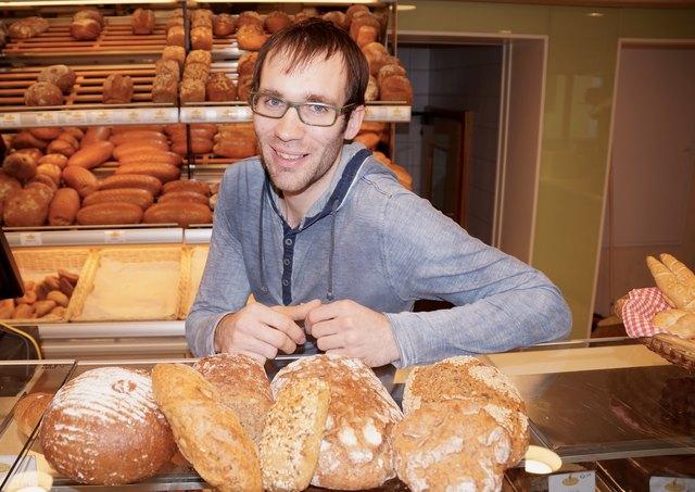 """Florian Steinbauer bietet seit Jahren Bio-Brote und -Gebäck an, die auch """"grün"""" gebacken werden."""