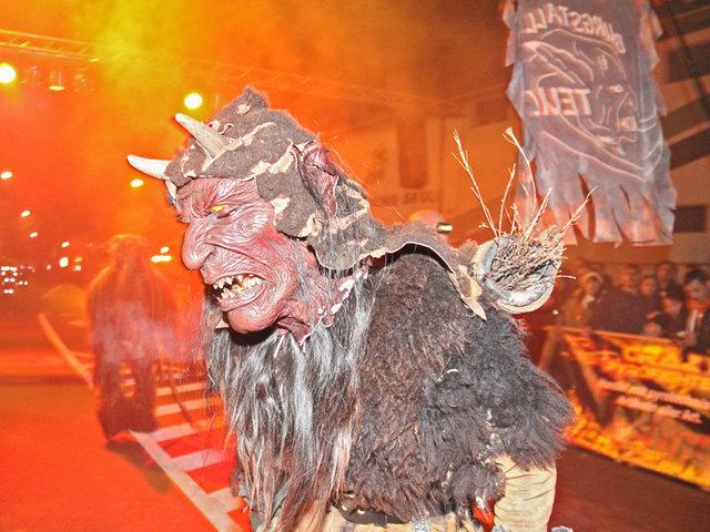 Die Burgstall-Teufel laden zum Wieser Perchtenlauf.