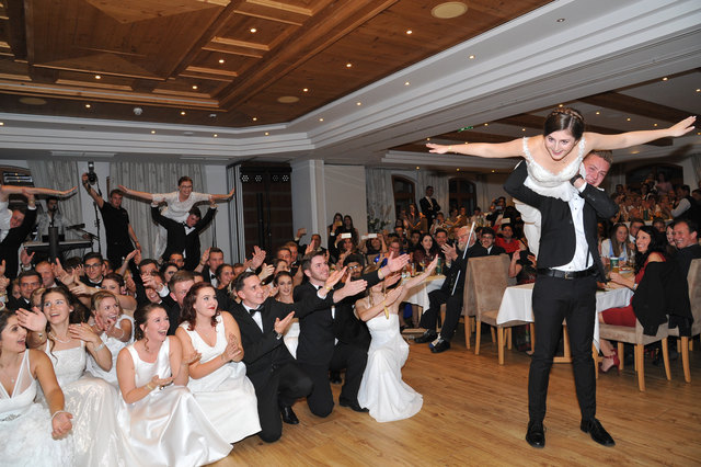 Tanzeinlage der angehenden Maturantinnen und Maturanten.