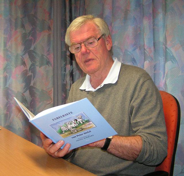 Peter Stelzl liest aus ihren Büchern.