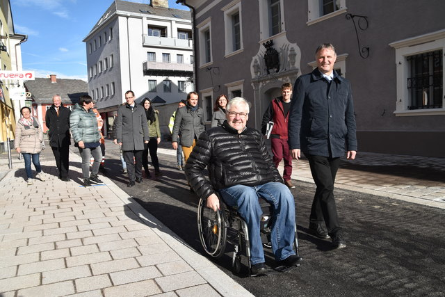 Eröffungsfeier und Lokalaugenschein: angeführt wurde die Delegation von Peter Fuchsberger und Bgm. Georg Gappmayer.