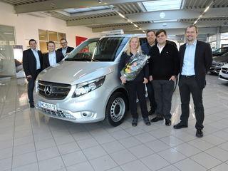 Links: das Team von Mercedes Harb, rechts die Familie Werderitsch mit Manfred Harb vom Autozentrum Harb.