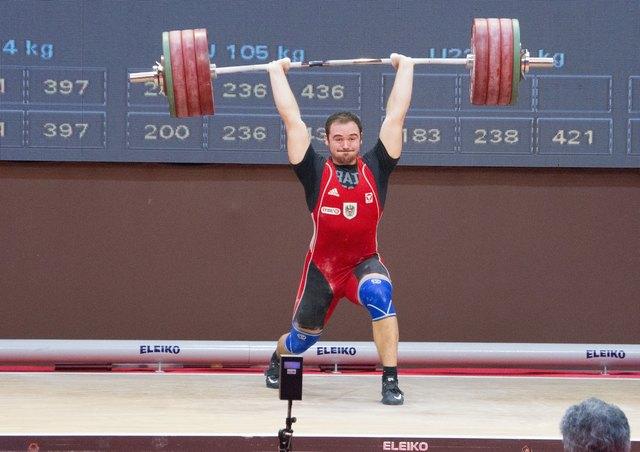 Philipp Forster beim 200 kg-Stoßversuch.