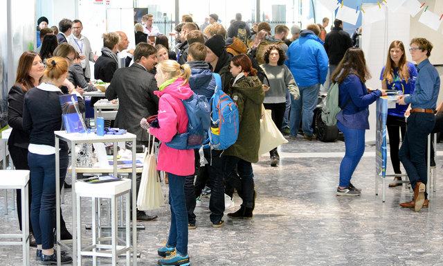 Das Berufsinformations- und Recruiting-Event des Career-Service der Universität Innsbruck brachte Studierende und Unternehmen zusammen.