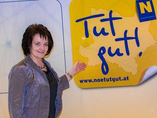 Bgm. Ludmilla Etzenberger holte die 'tut gut'-Plakette für Gföhl ab.