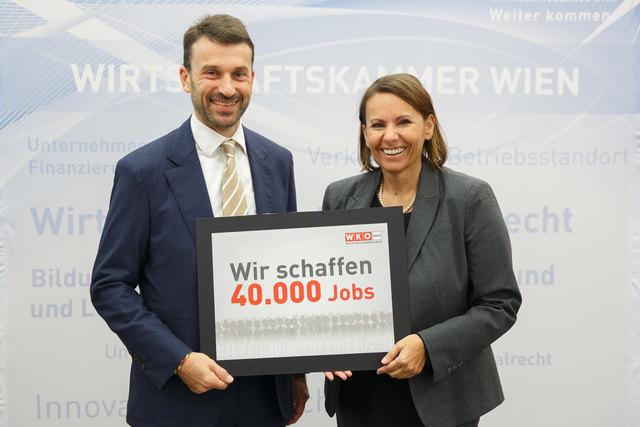 Industrie-Spartenobmann Stefan Ehrlich-Adám und Studienautorin Edith Jaksch bei der Präsentation der Bildungsbedarfsanalyse