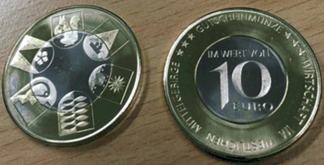Die neuen Gutscheinmünzen werden beim Unternehmertreff in Axams präsentiert.