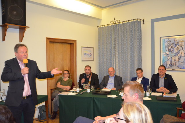 Bürgermeister Hans Schuster mit den Gemeindevorständen Judith Oberzaucher, Michael Printschler, Sepp Hofer, Albert Burgstaller und Norbert Santner