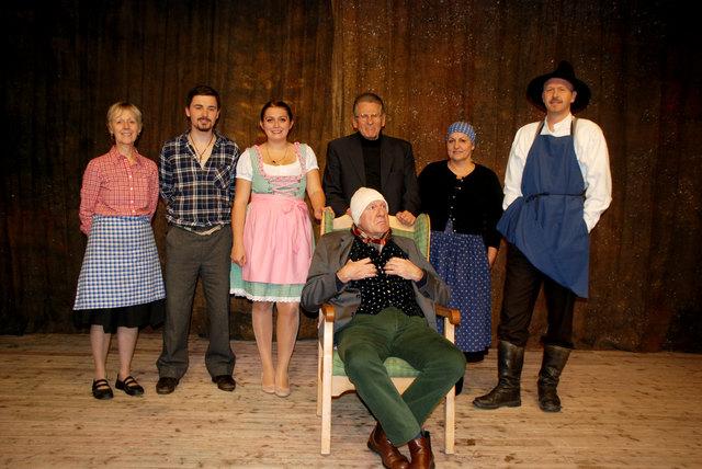 Das Ensemble des Volkstheaters Axams freut sich auf zahlreichen Besuch beim Anzengruber-Klassiker.