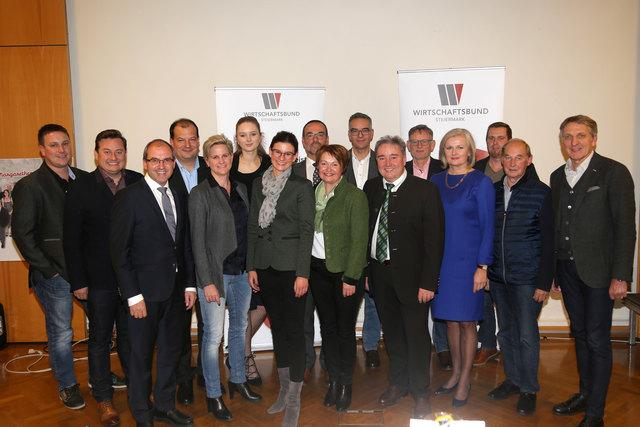 Der neu gewählte Vorstand mit Obmann Vinzenz Harrer und Landesgruppenobmann Präsident Ing. Josef Herk (ganz rechts)