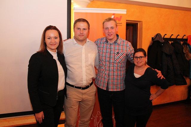 Max Rumpfhuber (2.v.l.) mit dem neuen JW-Vorstand: Julia Zukrigl (Stv.), David Falkner (Obmann) und Melanie Hermüller (Stv.).