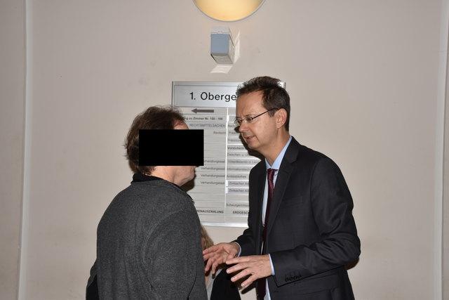 Vor dem Prozess gingen Michael M. (l.) und sein Anwalt Christian Kühteubl noch einmal die Fakten durch.