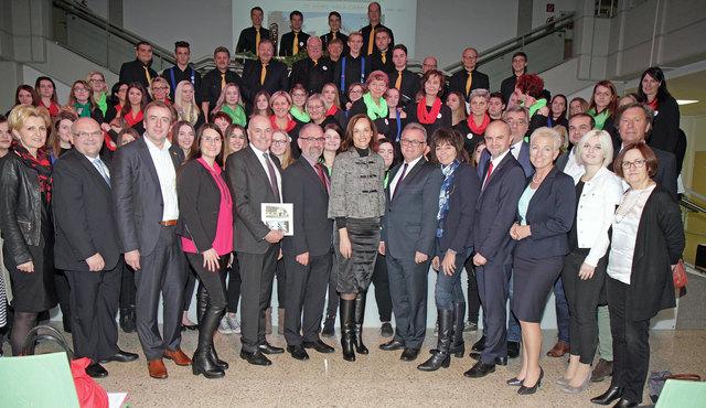 Eine große Anzahl an Ehrengästen feierten mit dem Schulchor der HBLA Oberwart das Jubiläum.