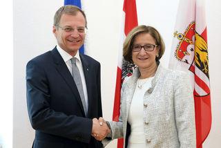 Einigung zwischen Niederösterreichs Landeshauptfrau Johanna-Mikl-Leitner und Oberösterreichs Landeshauptmann Thomas Stelzer über Neubau einer zweiten Donaubrücke in Mauthausen.