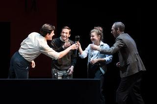 Sophie Scholl (Janina Raspe) mit Hans Scholl (Hanno Waldner), Christoph Probst (Tim Oberließen) und Wilhelm Graf (David Zieglmaier)