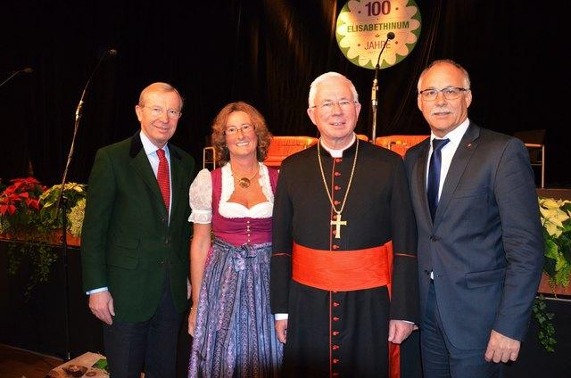 Landeshauptmann Dr. Wilfried Haslauer, Direktorin Prof. Mag. Christina Röck, Erzbischof Franz Lackner und St. Johanns Bürgermeister Günther Mitterer (v.li.) feierten 100 Jahre Elisabethinum in St. Johann.