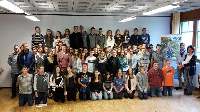 Die Schüler nach dem Infotag der AUVA in der Polytechnische Schule Birkfeld.
