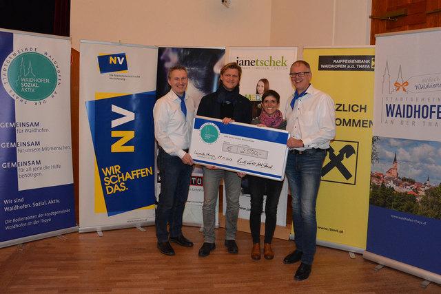 Norbert Schmied, Gery Seidl und Rudi Polt übergaben ein Scheck über 2.500 Euro an die Oberärztin der Kinder- und Jugendpsychiatrie Ursula Marinitsch.