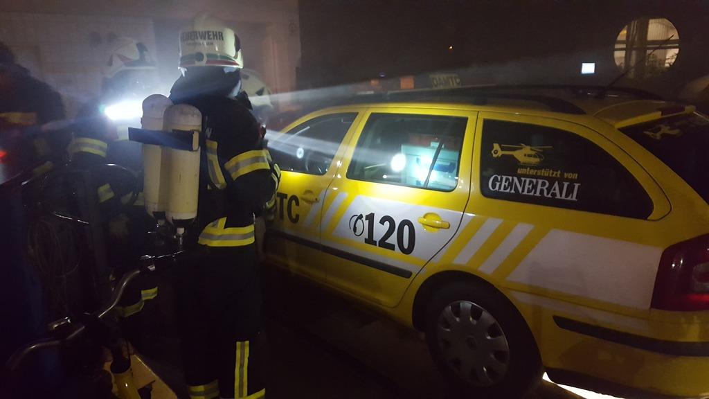 Blaue Engel bei den Gelben Engel: Feuerwehrübung beim ÖAMTC Grieskirchen.