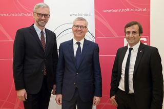 Landeshauptmann-Stellvertreter Dr. Michael Strugl mit dem neuen Beiratssprecher des Kunststoff-Clusters, DI Manfred Hackl (CEO EREMA Group), und Cluster-Manager Wolfgang Bohmayr.