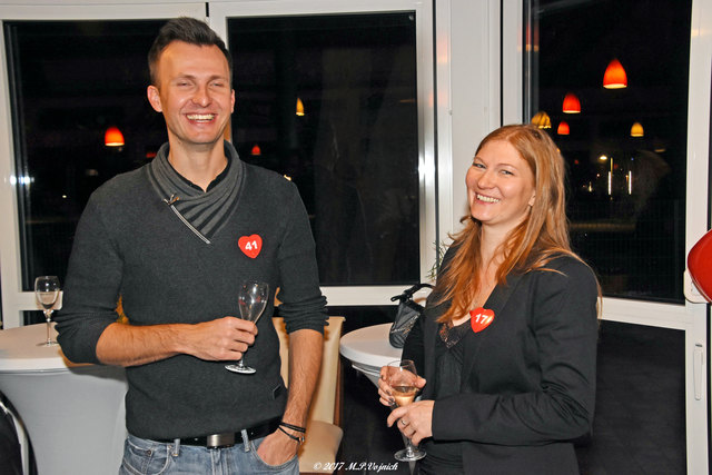 Im Salettl beim Wiener Riesenrad durfte nach Herzenslust geflirtet werden. Das ließen sich die KandidatInnen nicht zweimal sagen.
