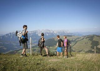 Wandern ist die mit Abstand beliebteste Aktivität der Gäste im Tiroler Sommerurlaub.