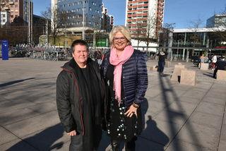 Soziologin Rosemarie Fuchshofer und Sozial-Vizebürgermeisterin Anja Hagenauer am Bahnhofsvorplatz.