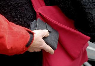 Vorsicht vor Taschendieben auf Adventmärkten!