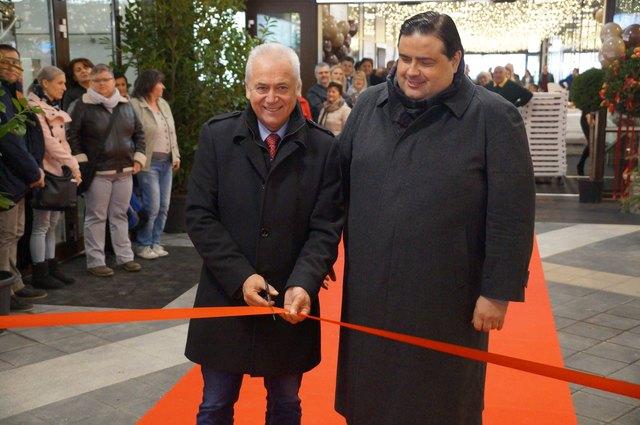 Bgm. H. Leitenberger und A. Schmidt eröffneten den Saillerhof.