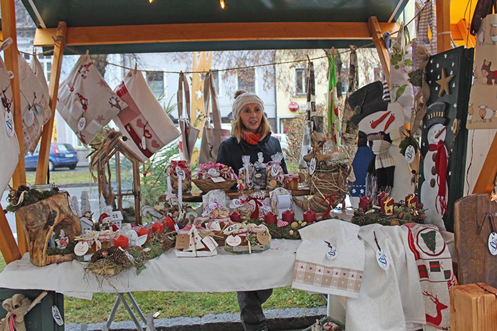 Stände Weihnachtsmarkt.Voitsberger Weihnachtsmarkt Mit über 100 Ständen Voitsberg