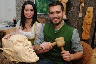 Sabrina Buchegger mit Freund Andreas Leikermoser. Er ist ausgebildeter Holzbildhauer.