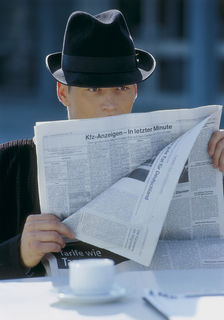 Das klassische Bild vom Detektiv ist ein Mann mit Schlapphut und Trenchcoat. Doch Frauen machen mindestens genauso gute Detektivarbeit.