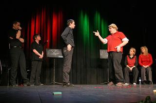 7. Oesterr.Theatersport-Meisterschaften: Finalrunde;  English Lovers - Wien (in schwarz) : Die Art!schoken - Salzburg (in rot);