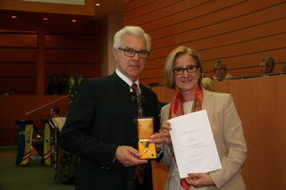 Georg Hartl mit Landeshauptfrau Johanna Mikl-Leitner.