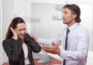 Die Gewaltformen am Arbeitsplatz reichen von Anschreien bis hin zu Mobbing oder sexueller Belästigung.