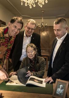 Tassilo Lang, Stadtrat Günter Geisberger, Christine Lang, Bürgermeister Rudolf Scharinger.
