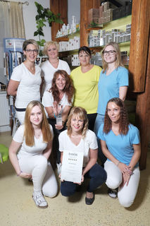 Das Team der Friseur & Wellness Oase Silvia freut sich über die Auszeichnung.