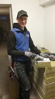 Lukas Führer lernt das Handwerk des Stuckateurs und Trockenbauers.