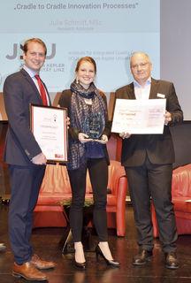 v. l. Christian Maurer (Leiter CTC) mit Siegerin Julia Schmitt und Sponsor des Preisgeldes Christian Ehrengruber.