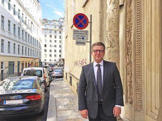 Bezirksrat Sebastian Gimbel (ÖVP) hat die Auslastung der Anrainerparkplätze im Ersten seit Februar genauestens untersucht.