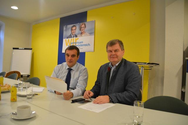 Vorstellung der Resolution: Anton Erber und Stefan Schuster.