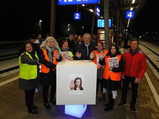Aktion am Gleisdorfer Bahnhof: v.l.: Tanja Hierzberger, Brigitte Bierbauer-Hartinger, Sieglinde Krautstingl, Erwin Kohl, Cornelia Krautstingl, Martina Wild, Christoph Kail.