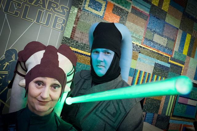 Leroni und Fanclub-Gründer Florian Ennöckl in ihren Twi'lek-Kostümen auf der Wiener Film- und Comicbörse.