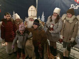 Andrang beim Nikolaus-Fotoshooting im Stadtzentrum.