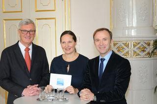 ÖVP-Kandidat Harald Preuner mit SPÖ-Kandidat Bernhard Auinger und Chefredakteurin Stefanie Schenker.