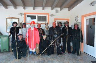 Der Nikolaus mit seiner Krampus/Perchten-Truppe